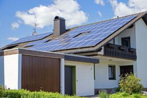 solarplatten auf Hausdach